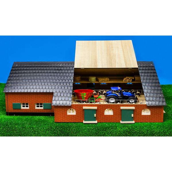 1:32 farmhouse with farm buildings