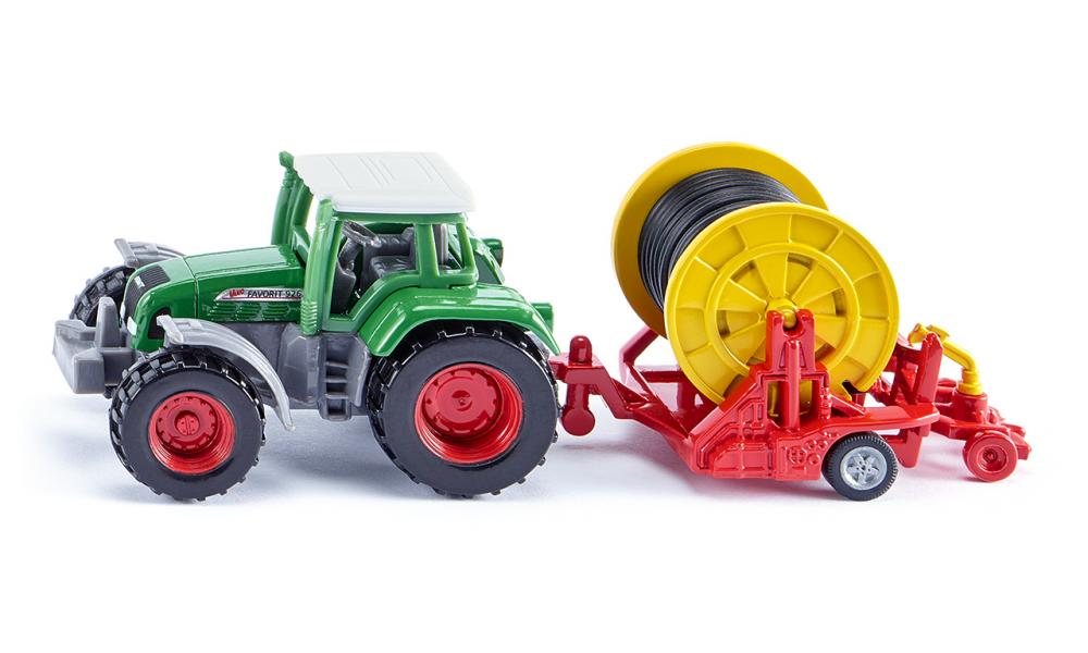 fendt favorit 926 tractor with irrigation reel